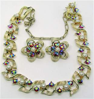 LOOKS NEW! SET! VTG GOLD TONED NECKLACE WITH