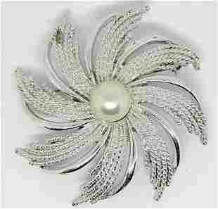 VINTAGE SARAH COVENTRY WHISPIE FLOWER BROOCH