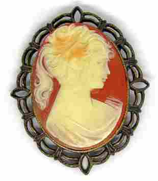 VINTAGE GOLD TONED CAMEO BROOCH