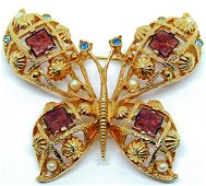 VINTAGE GOLD TONED BUTTERFLY BROOCH WITH