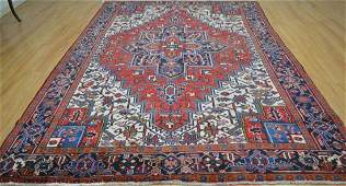 Persian Heriz style rug wool pile vintage hand knotted