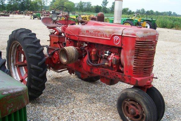 10499: Farmall Super M Tractor #38926