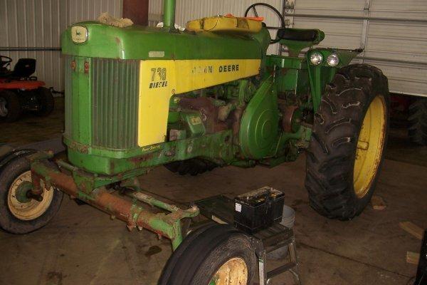 11406: John Deere 730 D Tractor #7316726