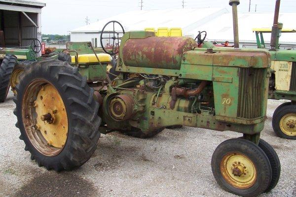 14670: John Deere 70 LP Tractor #7009566