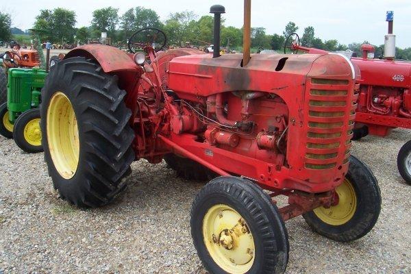 15124: Massey Harris 555 G Standard Tractor #20364