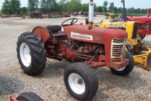 15141: International Harvester 350 D Utility Tractor #1
