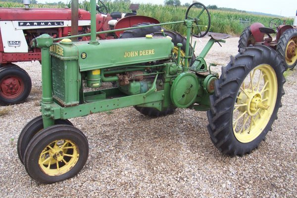 15221: John Deere Unstyled B Tractor