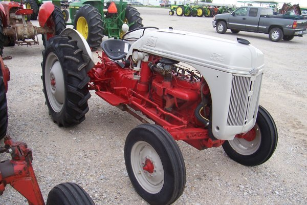 10475: Ford 8N Tractor