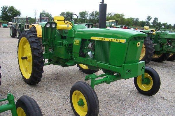 11375: John Deere 2520 D Tractor #18040