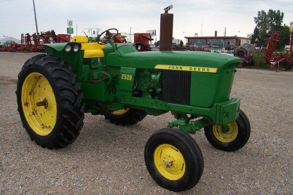 11412: John Deere 2520 D Tractor #17582
