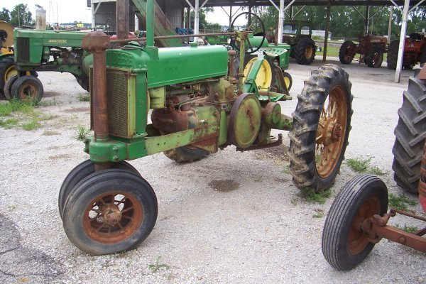 11417: John Deere Unstyled A Tractor #412709