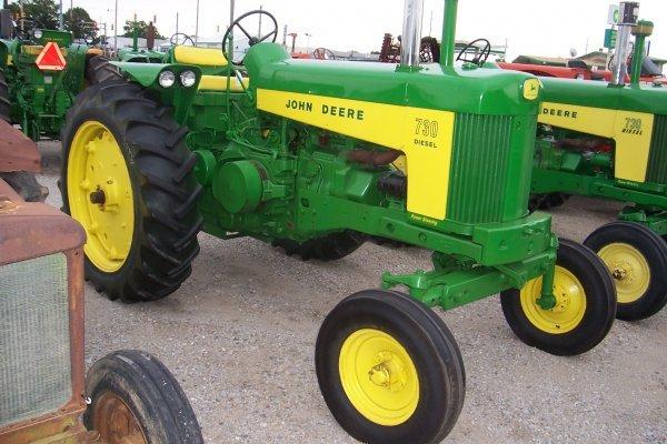14944: John Deere 730 D Tractor #7319768