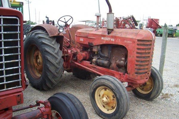 15075: Massey Harris 555 D Standard Tractor
