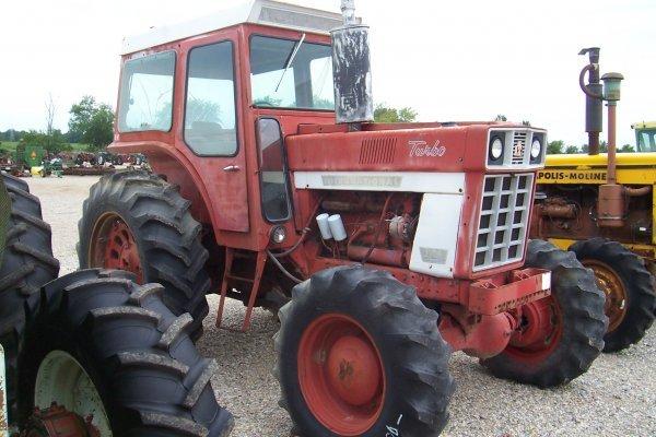 15129: International Harvester 1066 Tractor