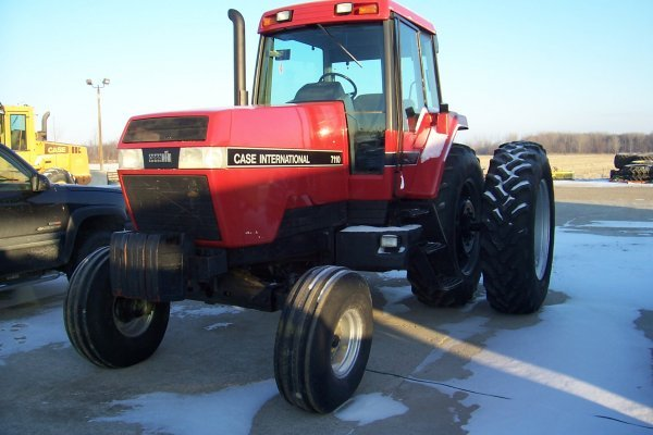 1000: Case IH 7110 Tractor
