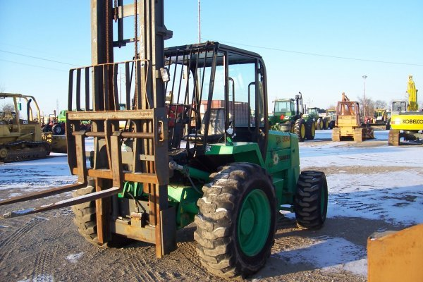 1001: JCB 930 Forklift