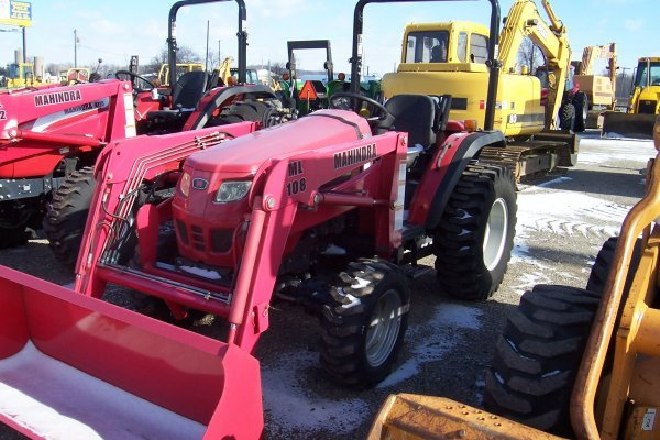 1014: Mahindra 2810 Tractor