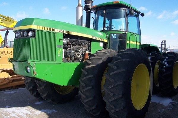 1022: JD 8640 Tractor