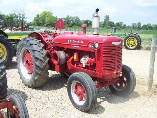 11: IH Farmall I-9 Standard Antique Farm Tractor