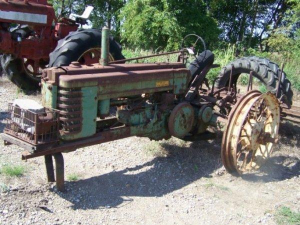 128: John Deere BNH Slant Dash Antique Farm Tractor