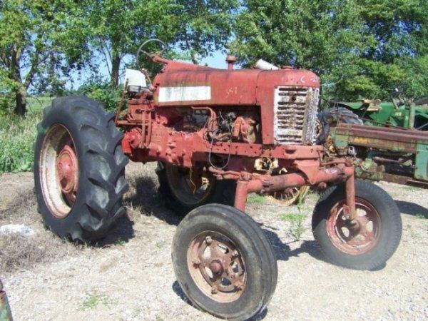 130: International 300 High Crop Antique Tractor