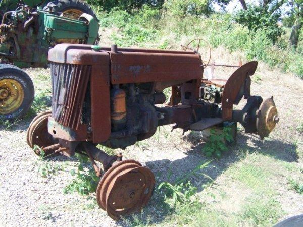 131: John Deere 40 U Antique Farm Tractor
