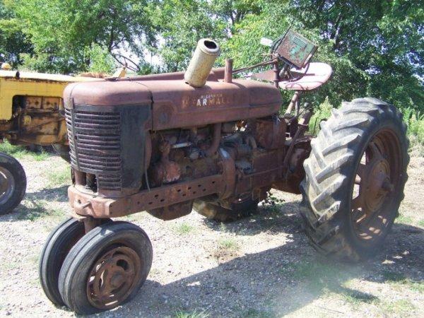 173: IH Farmall Super M Antique Farm Tractor