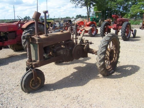 672: Rare John Deere BN Antique Farm Tractor