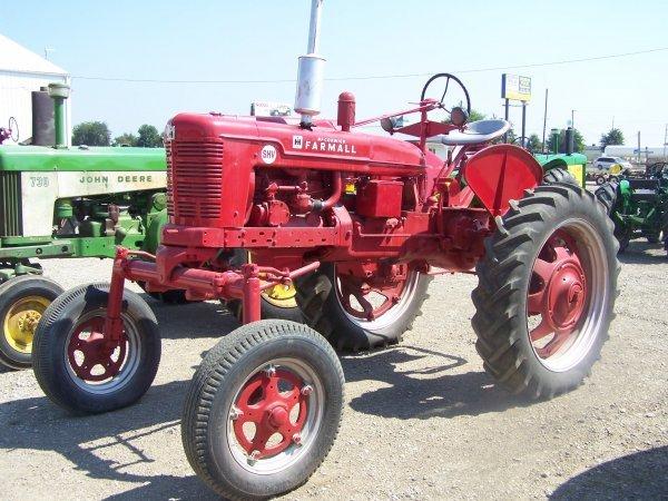 40: IH Farmall SVH Hi Crop Farm Tractor