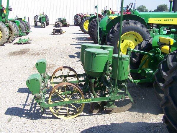 42: John Deere 246-247 2 Row Corn Planter for Tractors