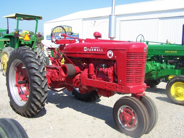256: IH Farmall Super M Antique Farm Tractor