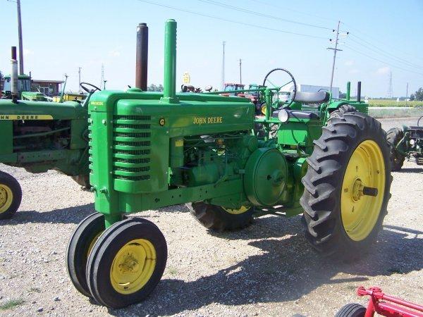 257: John Deere G Narrow Front Antique Tractor