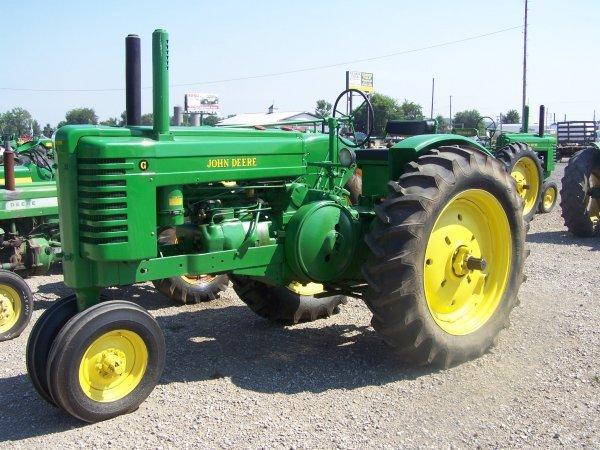 258: John Deere G Narrow Front Antique Tractor