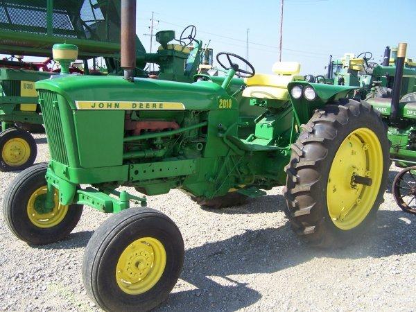 260: John Deere 2010 Wide Front Farm Tractor