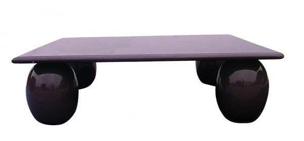 260: Italian Memphis coffee table in purple lacquer