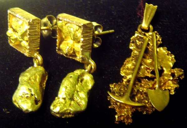 1014: Vintage ore & gold nugget jewelry
