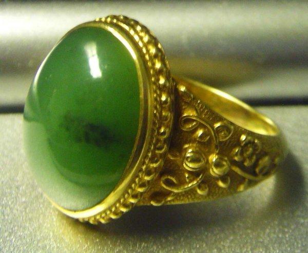 1015: Vintage Chinese Jadeite ring.