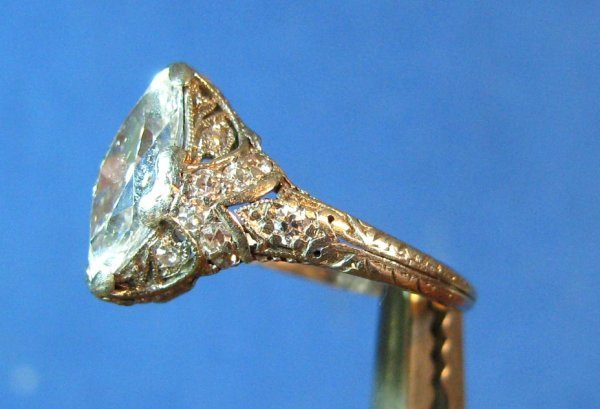 23: Antique Lady's 18k Gold & 1.7-ct Diamond Ring