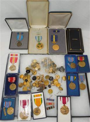 WWII - Vietnam US Army Military Medals & Buttons Lot