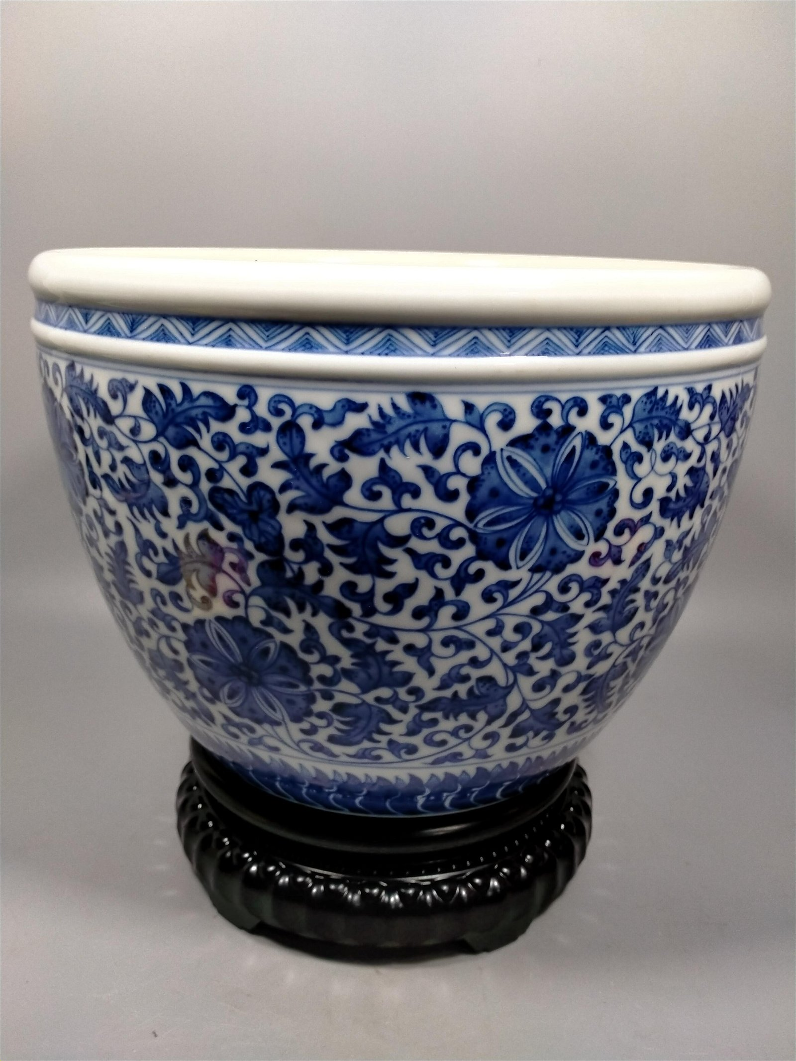 Blue and white porcelain vase in Qing Dynasty