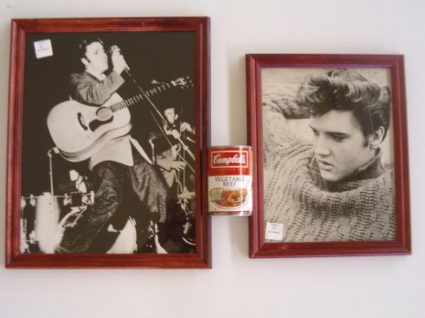 10: 2 CONTEMPORARY PICTURES (ELVIS)