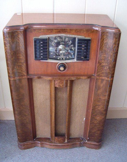 1115: VINTAGE ZENITH CABINET RADIO W/WAVE MAGNET ROTOR