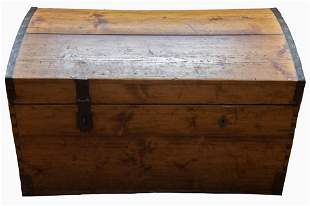 Antique American Trunk 21 x 36 1/2 x 19 inches
