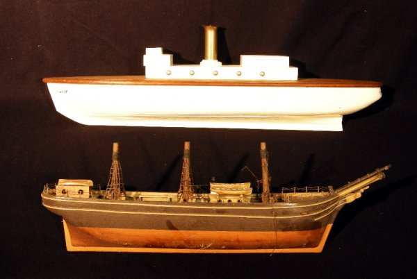 """149: A painted wood model of SY """"Molly"""" - 77 cm long an"""