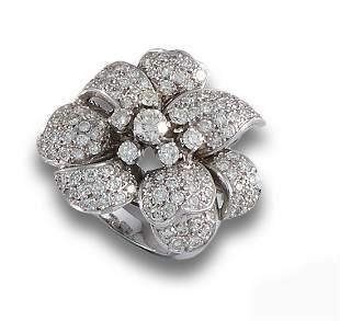 40'S PLATINUM DIAMOND RING,
