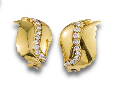 GOLD LEAF EARRINGS WITH DIAMONDS