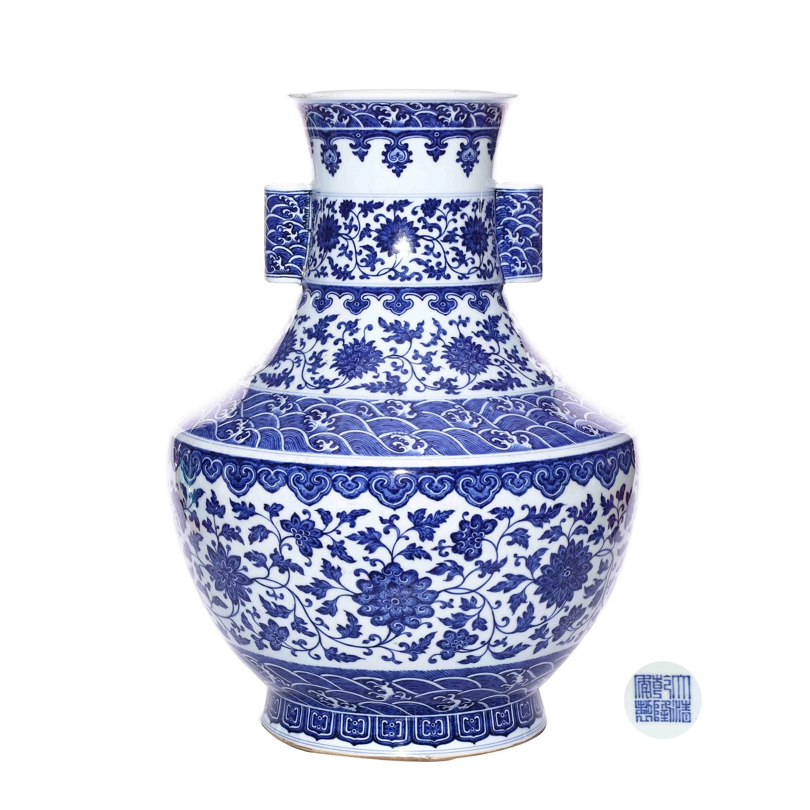 A CHINESE BLUE AND WHITE PORCELAIN WINE CONTAINER