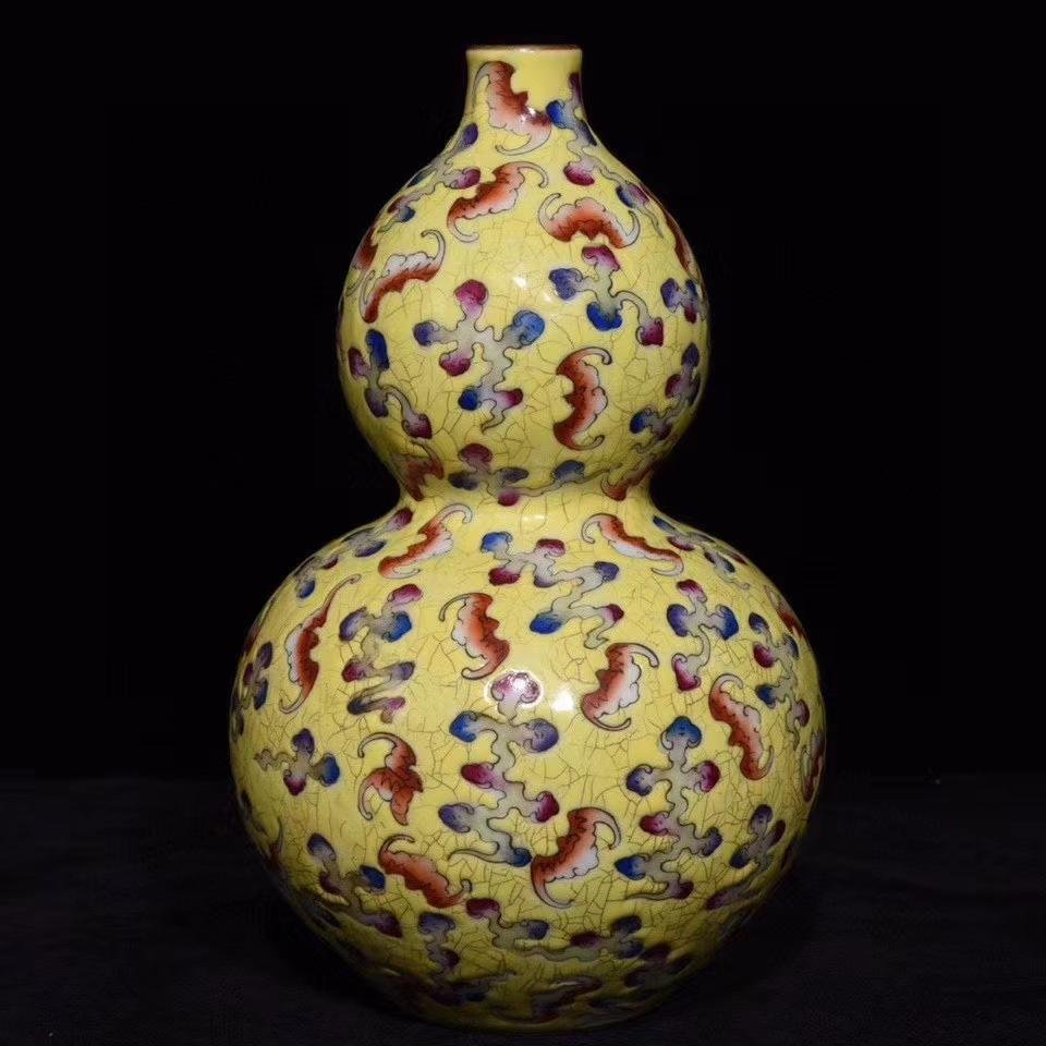 A CHINESE FAMILLE ROSE PORCELAIN GOURD-SHAPED VASE