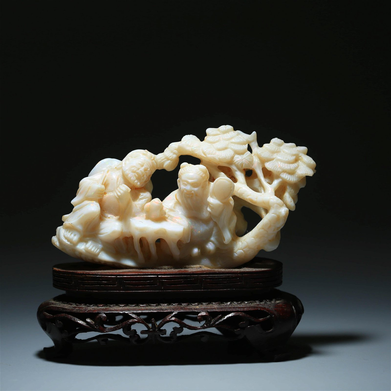 A CHINESE FINELY CARVED ORNAMENT