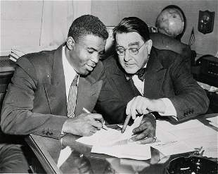 JACKIE ROBINSON 1945 signs Major League contract